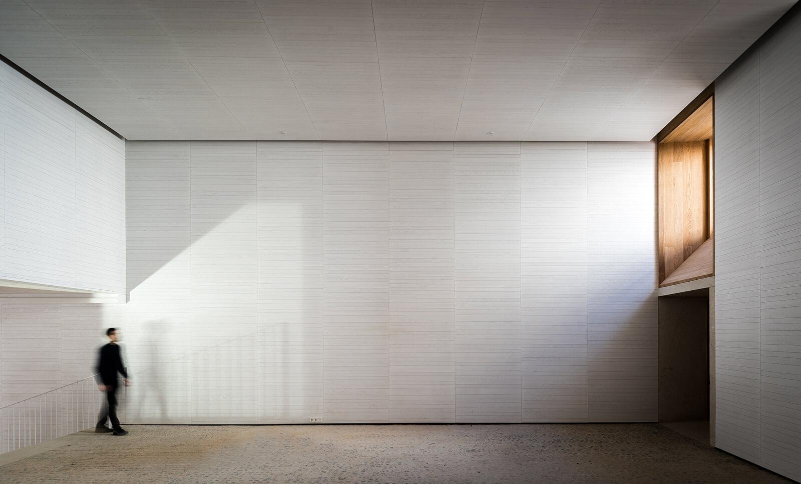 Museo de Arte Contemporáneo Helga de Alvear  - 5 1 42